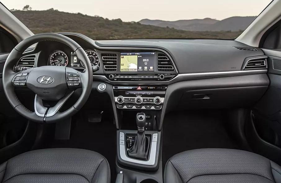 Obnovlennyy-Hyundai-Elantra2.jpg